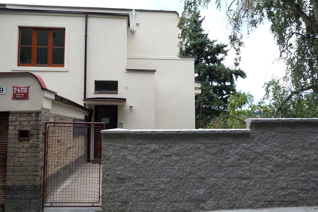 Small new apt for attractive price - Prague - Apartment