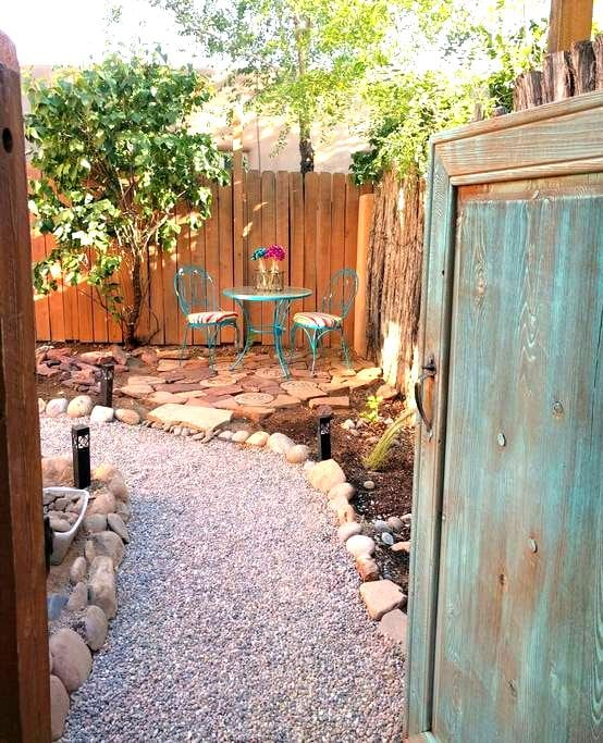 Sunny Adobe Studio Private Courtyard 1.2mi/Plaza - Santa Fe - Leilighet