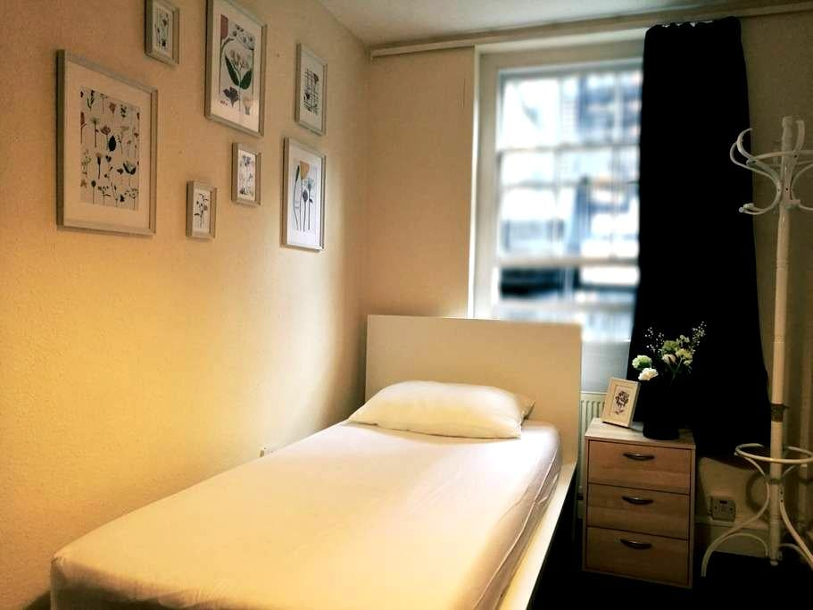 Cozy Room Central London Oxford St, 2 Min to Tube - Londyn - Apartament