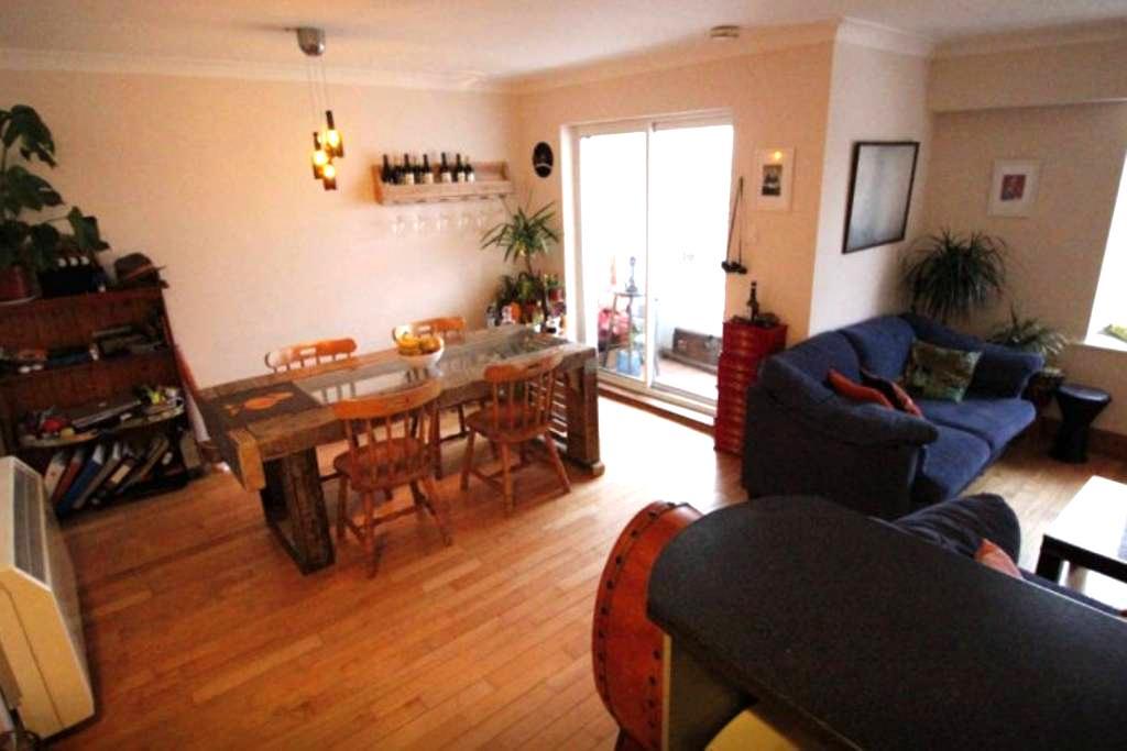 Cosy apartment on Salthill prom near O'Connors pub - Salthill - Appartamento