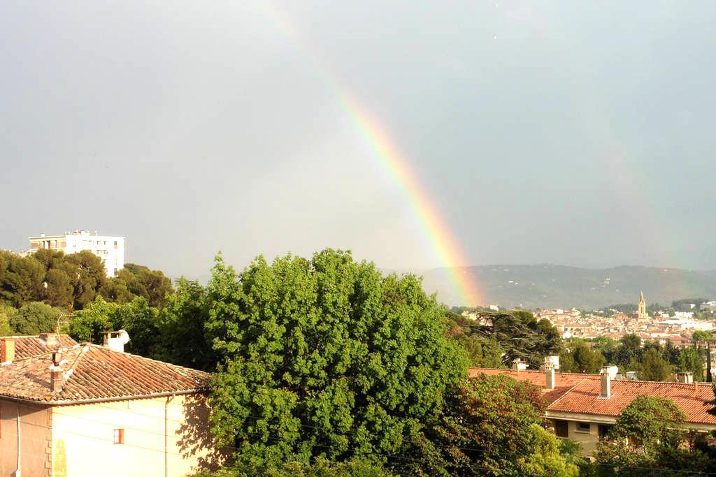 Separate bedroom in the heights of Aix en Provence - Aix-en-Provence - Pis