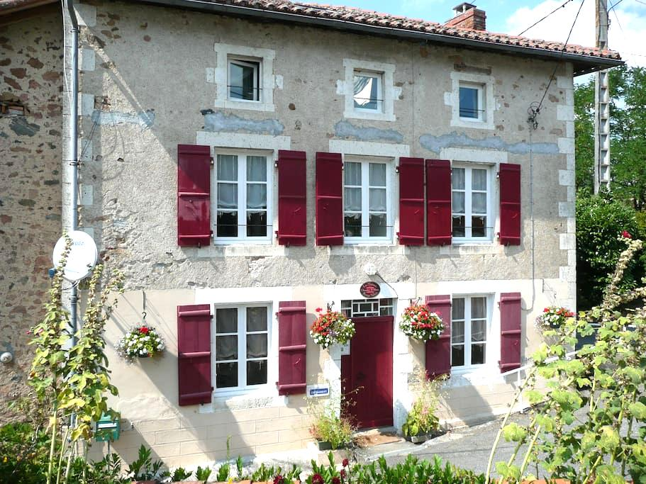 Character B&B in the Charente - Exideuil