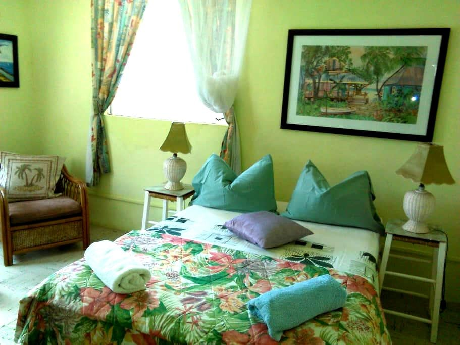 Budget Room 2 mins away from beach - Saint Lawrence Gap  - House