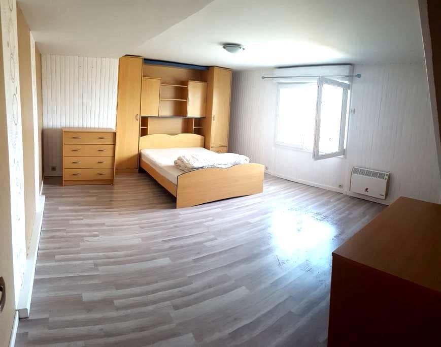 chambre privée n°1 dans maison spacieuse - Luché-Pringé