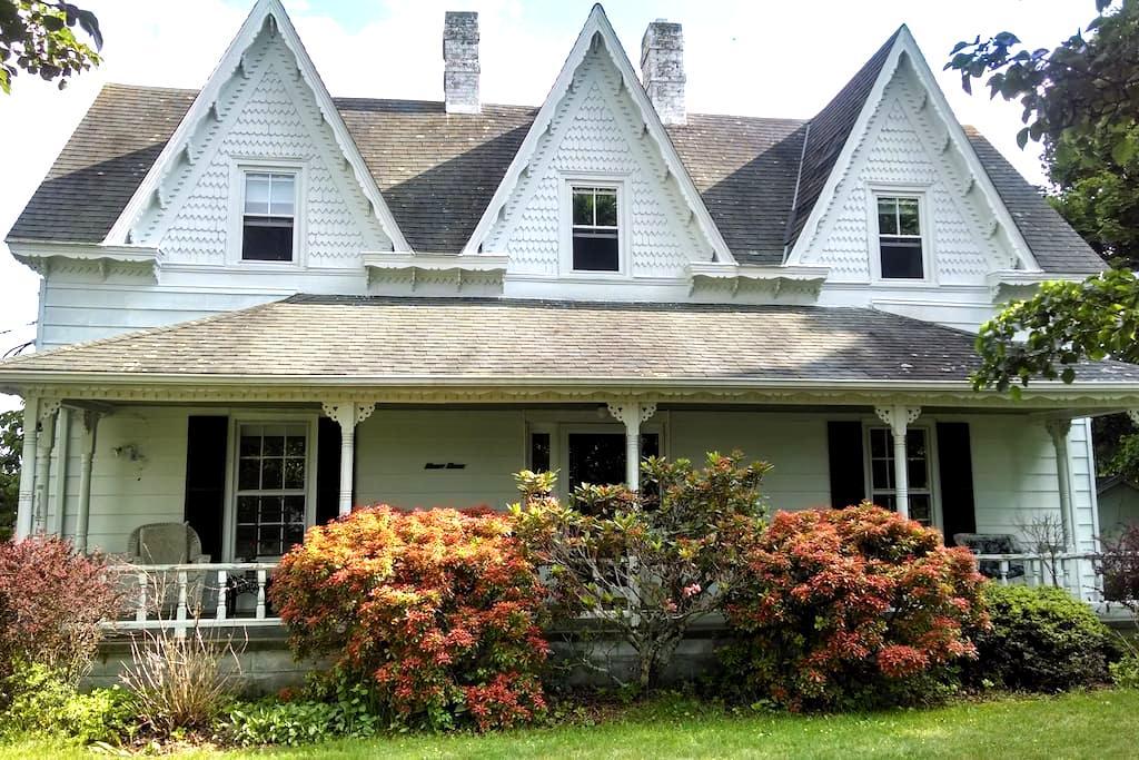1890 FarmHouse on BlueRidge Parkway - Galax