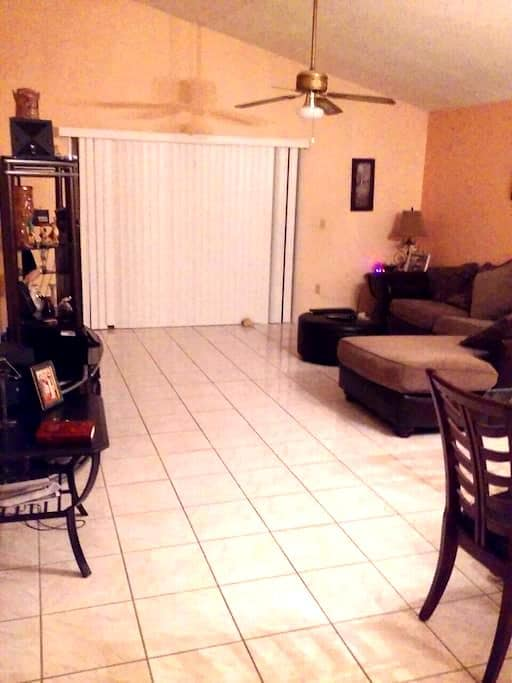 Wonderful and quiet in the Orlando East area. - Orlando - House