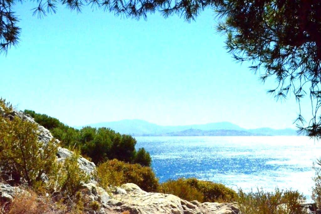 Cabanon dans une calanque proche de Marseille - Le Rove - Apartamento