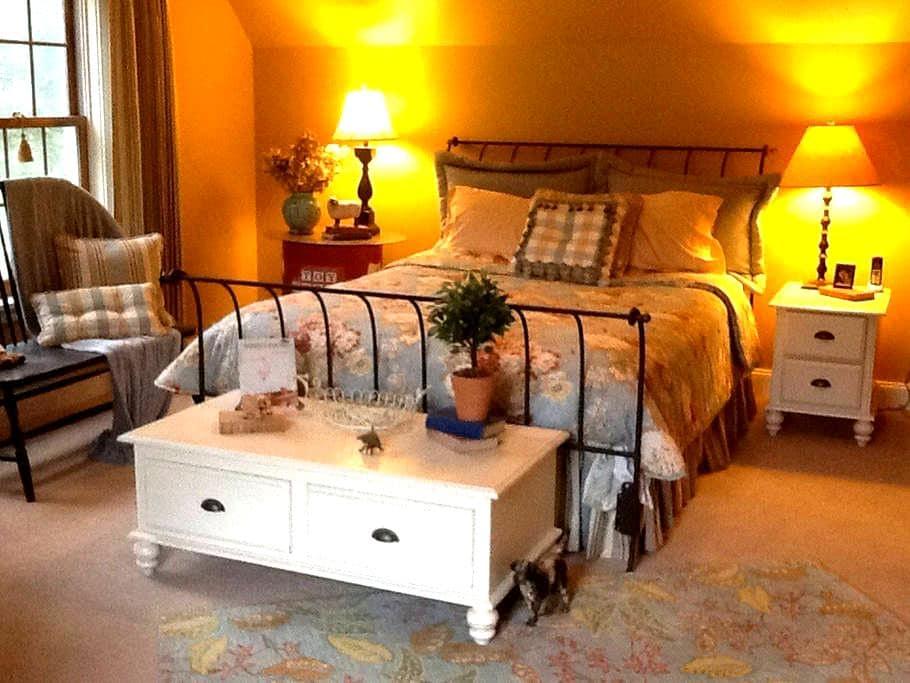 Private bedroom close to Burlington - Colchester - Talo