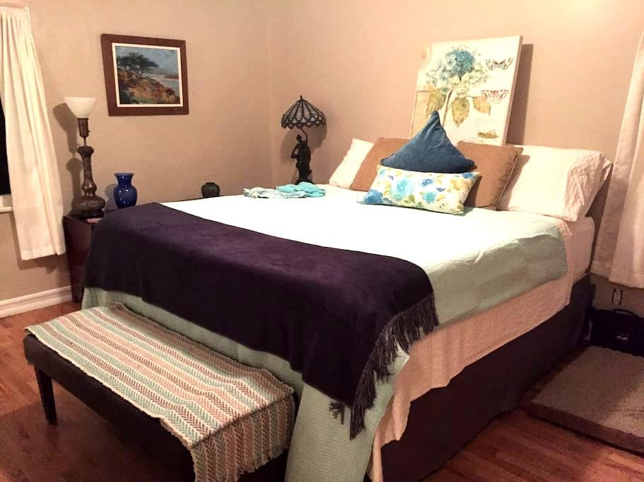 Master Bedroom with Private Bath - Fullerton - Hus