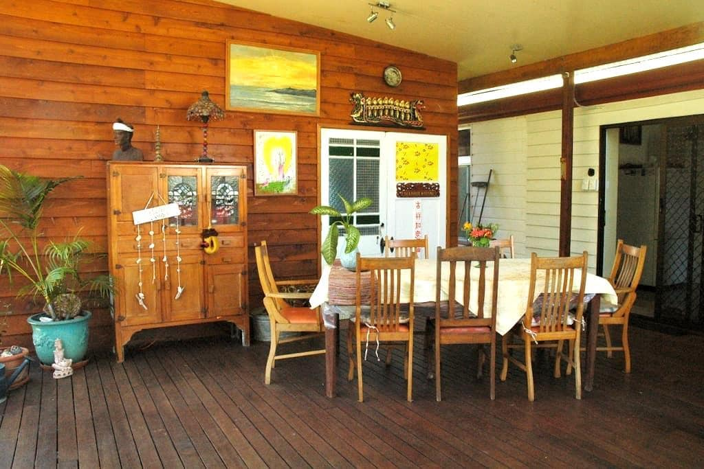 'Selamat Datang'-Balinese welcome. Solo guest room - Bundaberg East - Casa