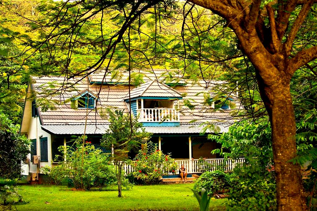 The Blue House for Dog Lovers - La Digue - Haus