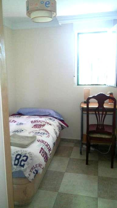 Habitación acogedora y cómoda con desayuno.Wifi - Madrid - Aamiaismajoitus