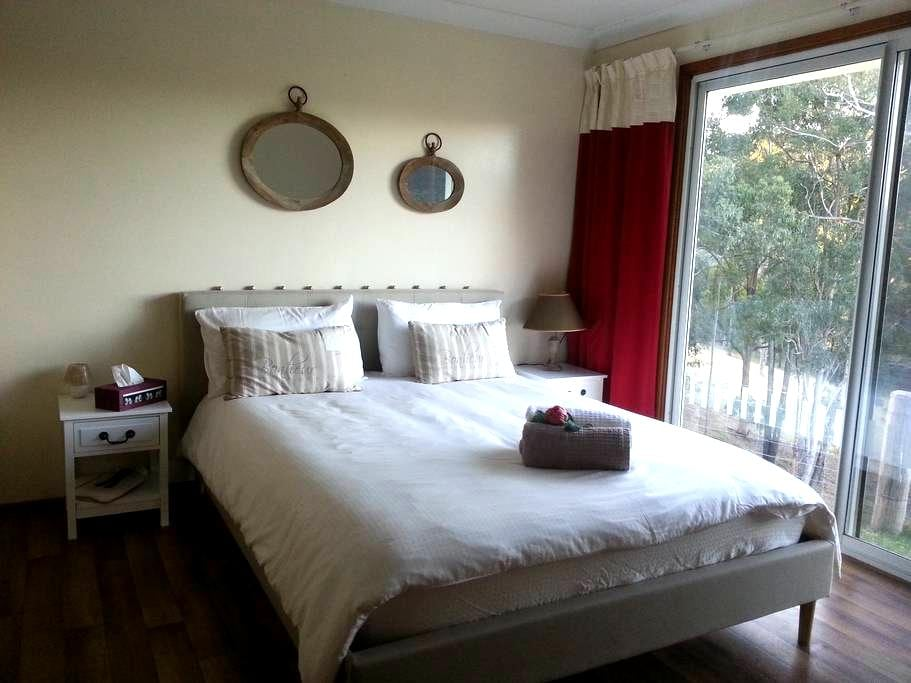 French Farm Stay - Minimbah - Bed & Breakfast