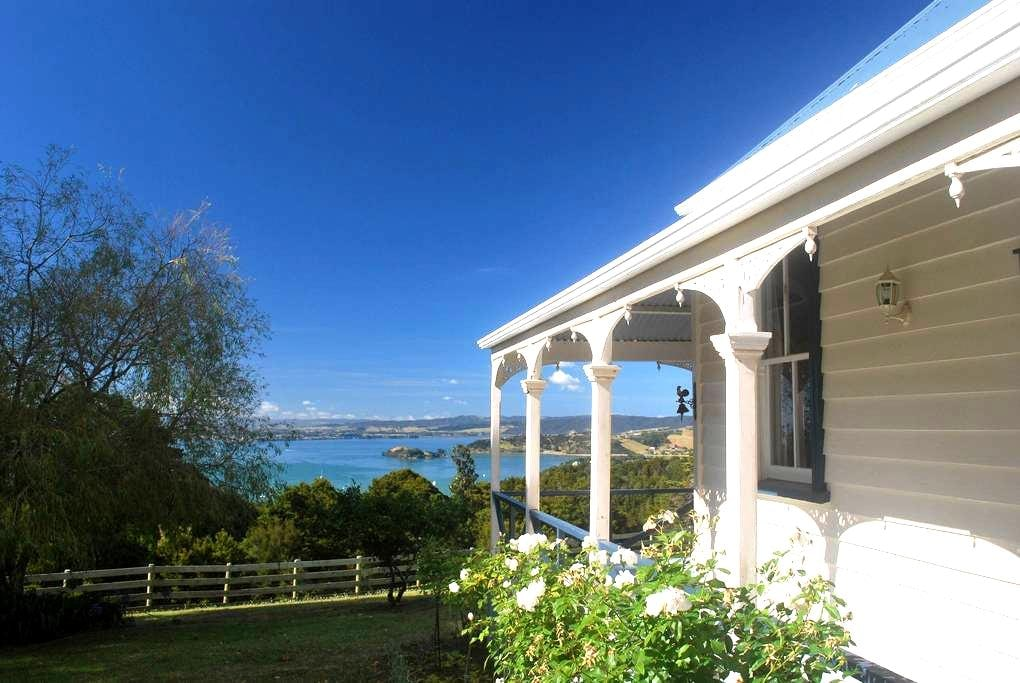 Kauri Villas - Colonial Suite - Parua Bay - Bed & Breakfast