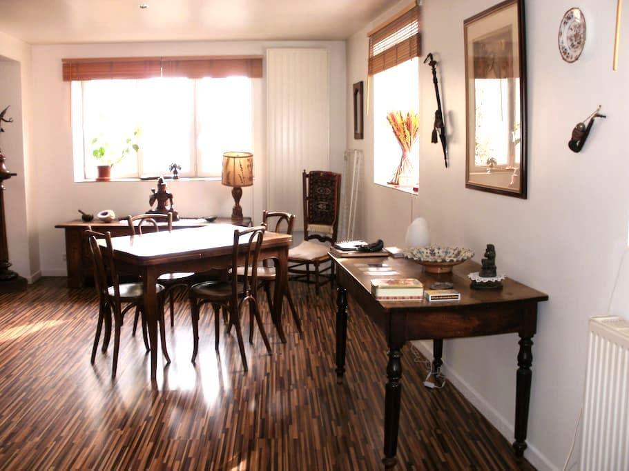 Chambre, maison espace et lumière - la chavanne - Casa