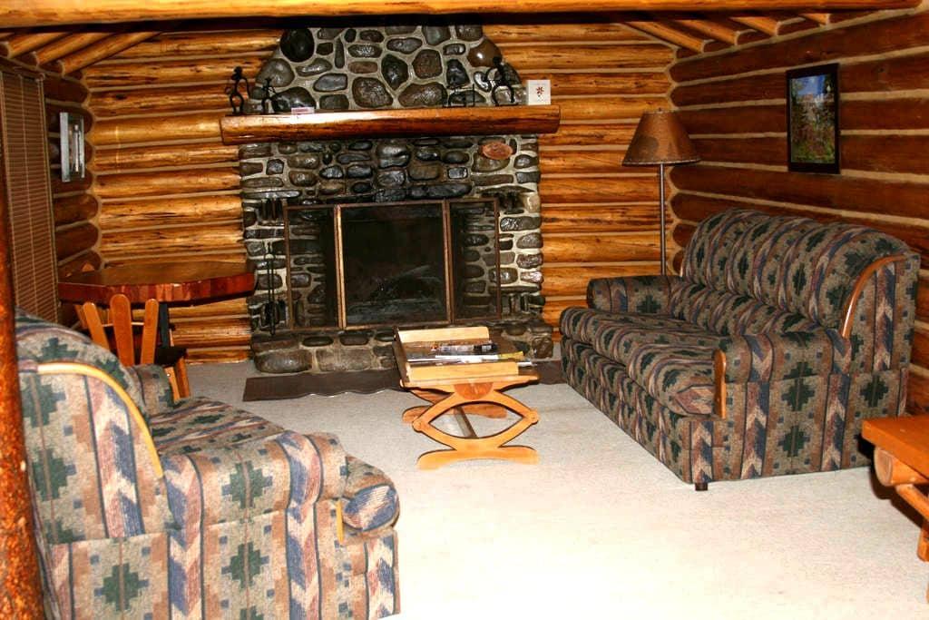 Switchback Cabin, Rocky Mountain Front - Choteau - Houten huisje