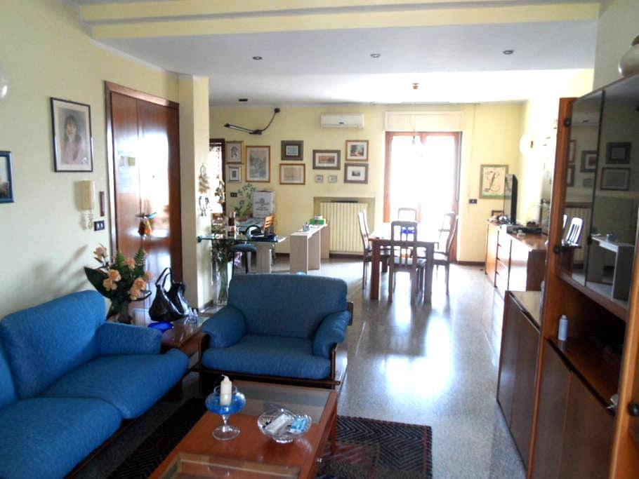 Loue appartement spacieux (130 m2). - Centobuchi - Appartement