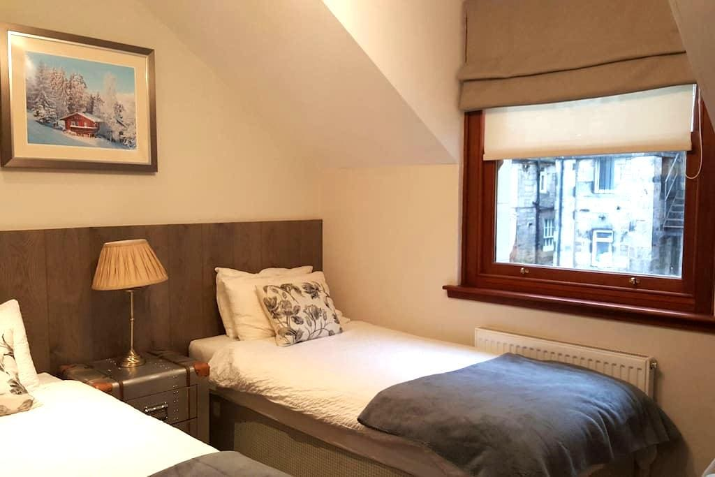 Twin Room with private bathroom - Edinburgh - House