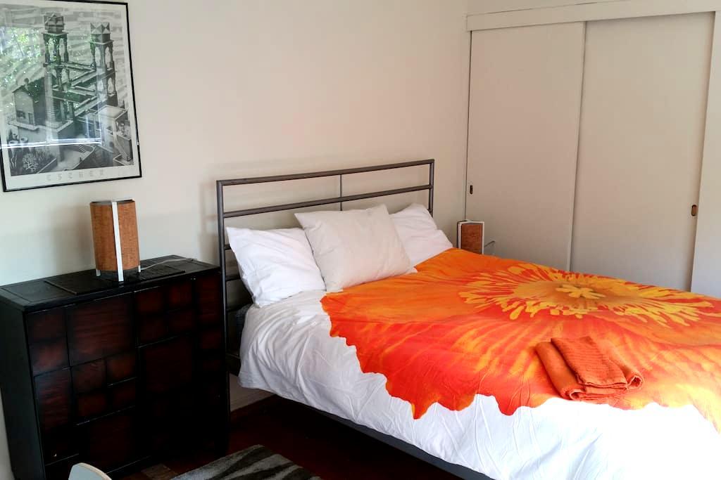 1-South Bay private room & private bath near Apple - Santa Clara - Casa
