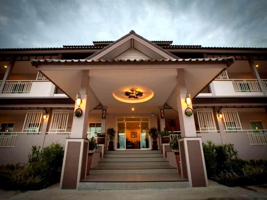 Chiang Kham Grand Villa - Tambon Chiang Ban - Hotel boutique
