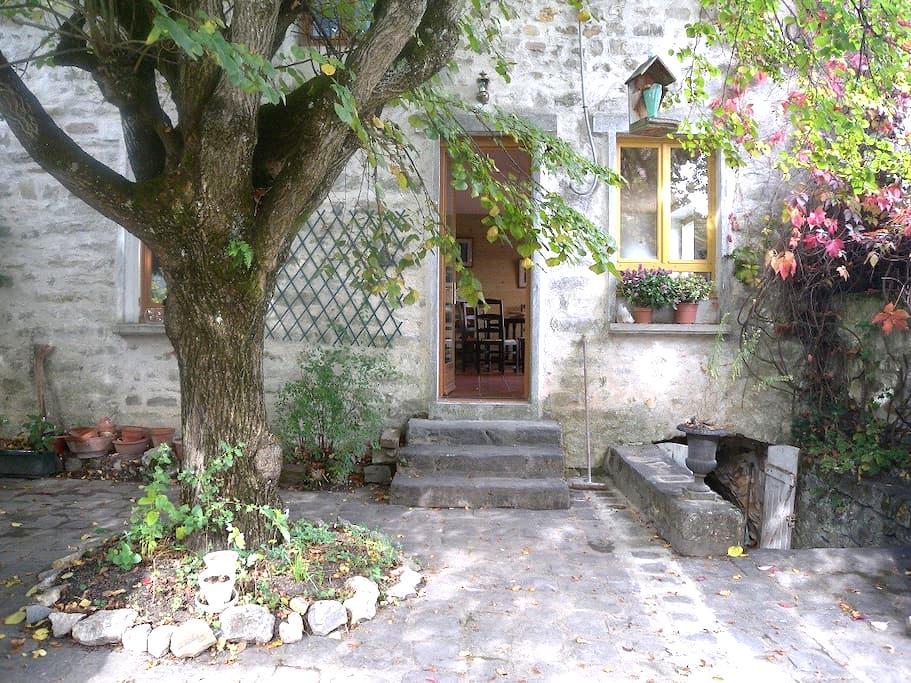 Gite des 3 Petits Ours, prox. forêt - Le Vaudoué - House