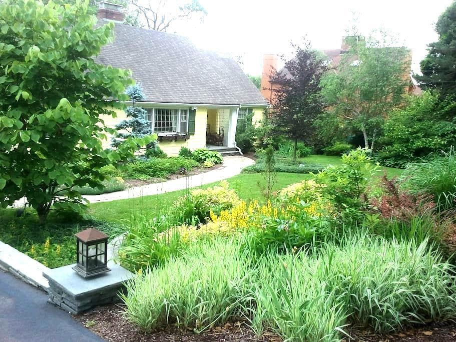 The Yellow Cottage is closing -April on the market - Bloomfield - Apartemen