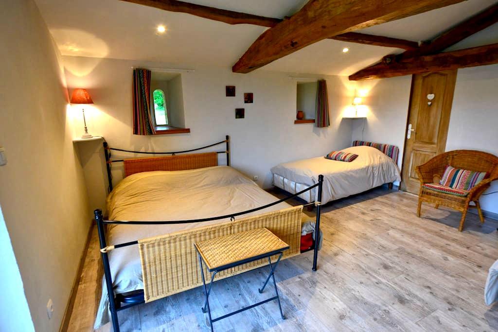 Chambre familiale à 13kms du Puy du Fou - La Pommeraie-sur-Sèvre - Bed & Breakfast