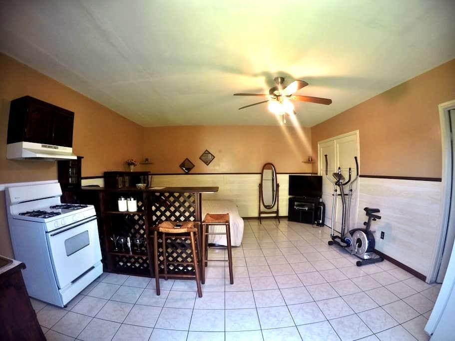 Private, Comfortable Studio Apt! - Bell Gardens