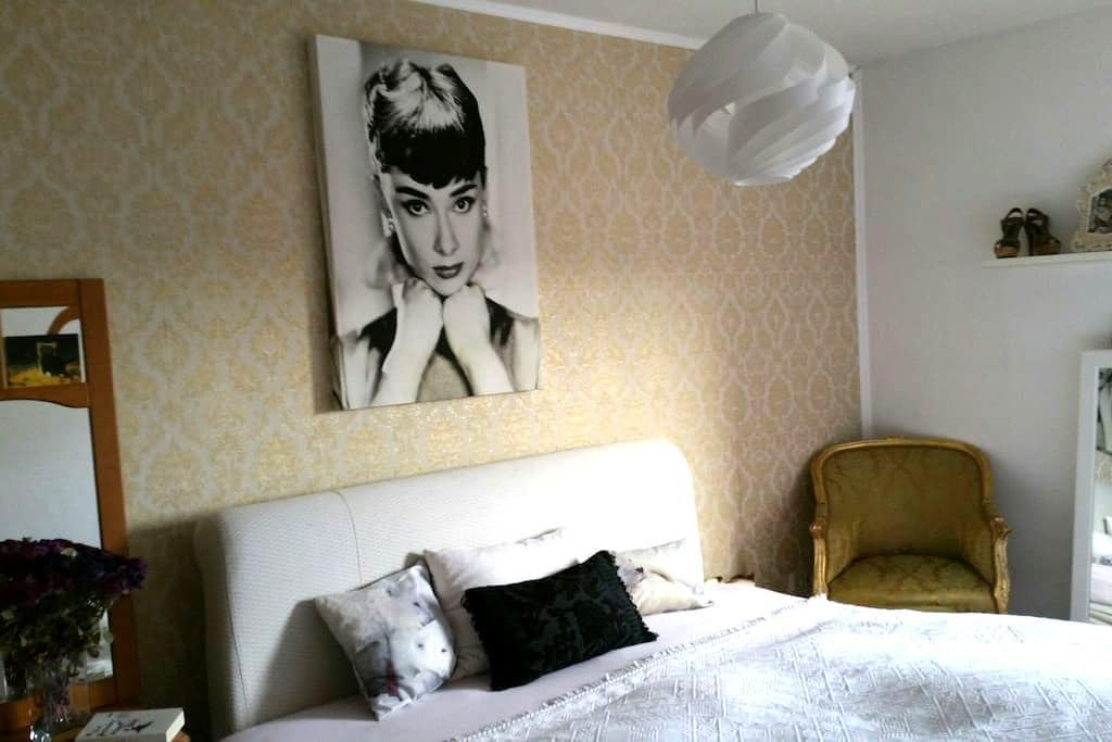 Wohlfuehl-Zimmer mit barockem Touch - Passau - Apartment