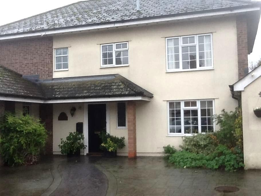 Townhouse on the river - Mildenhall