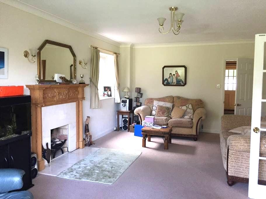 Spacious 5 bedroom Detached House near Goring - Streatley - Rumah