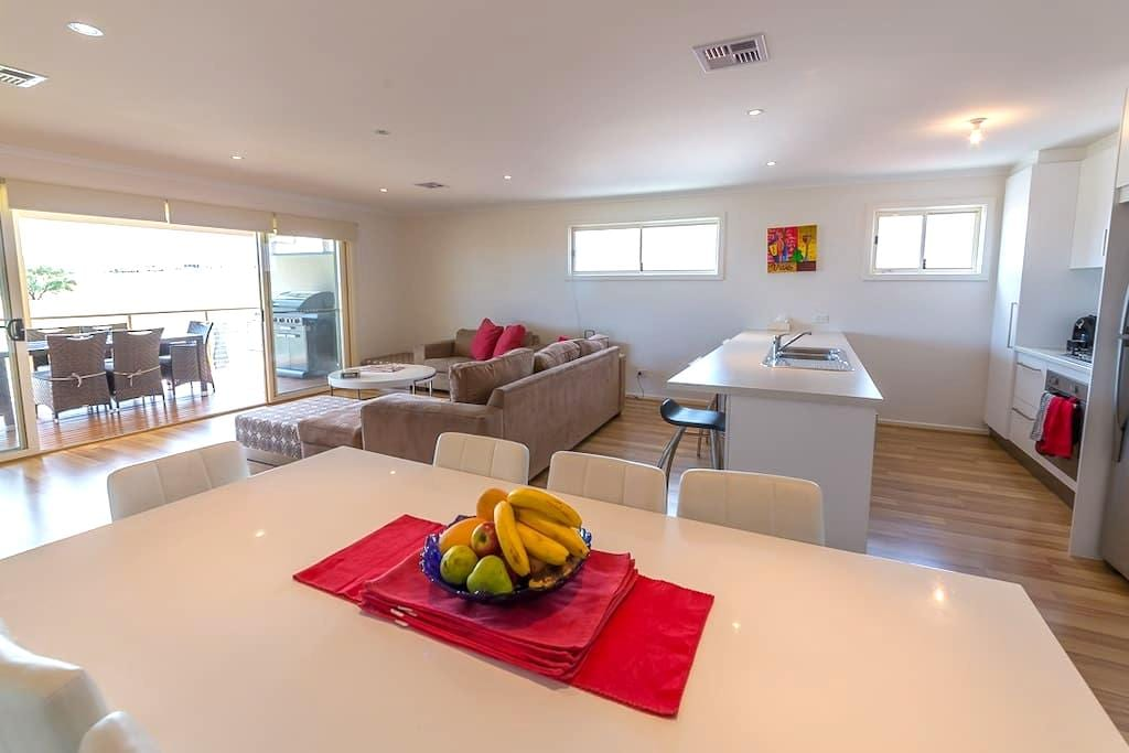 Townhouse on Links lady Bay golf course - Normanville - Şehir evi