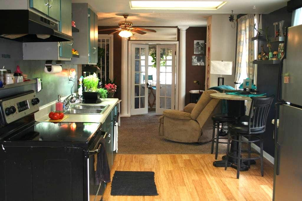 2nd Floor Home with Fun Amenities! - Holly Hill - Dom