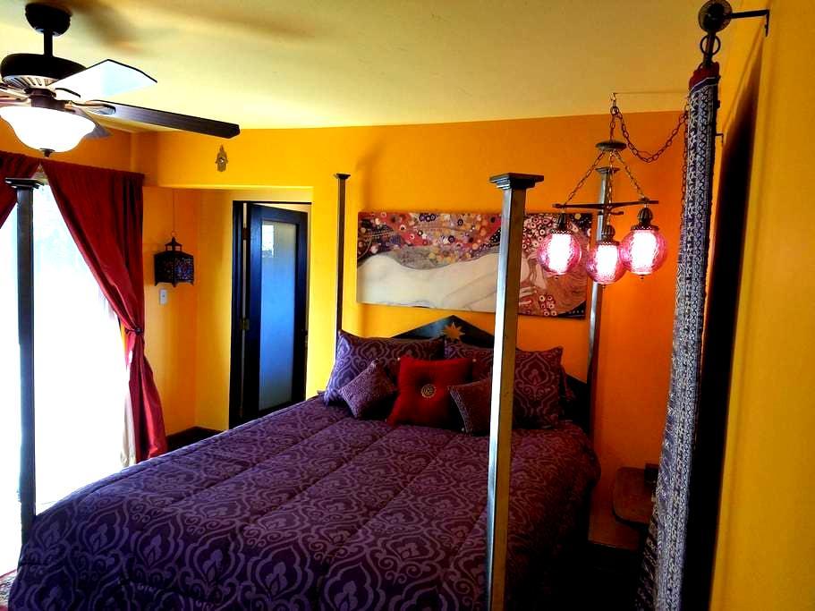 The Moroccan Suite At The Lemon Drop Inn - Oak View - House