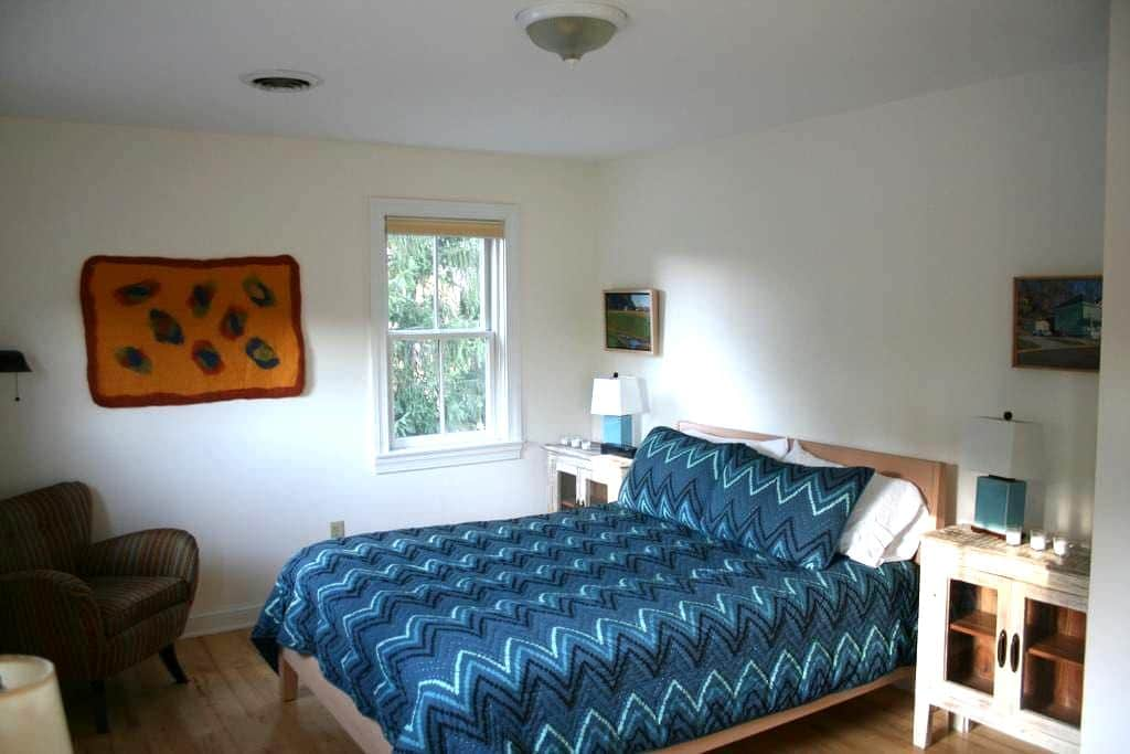 BodhiTree Guesthouse Room 3 - Athens - Bed & Breakfast