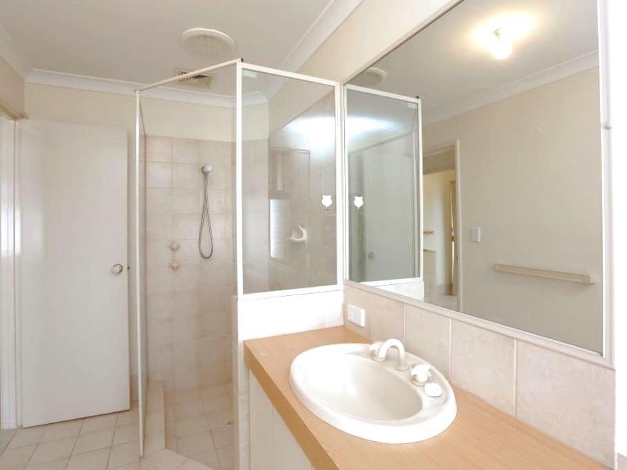 Clean and Cozy Single Room - Queens Park - Villa