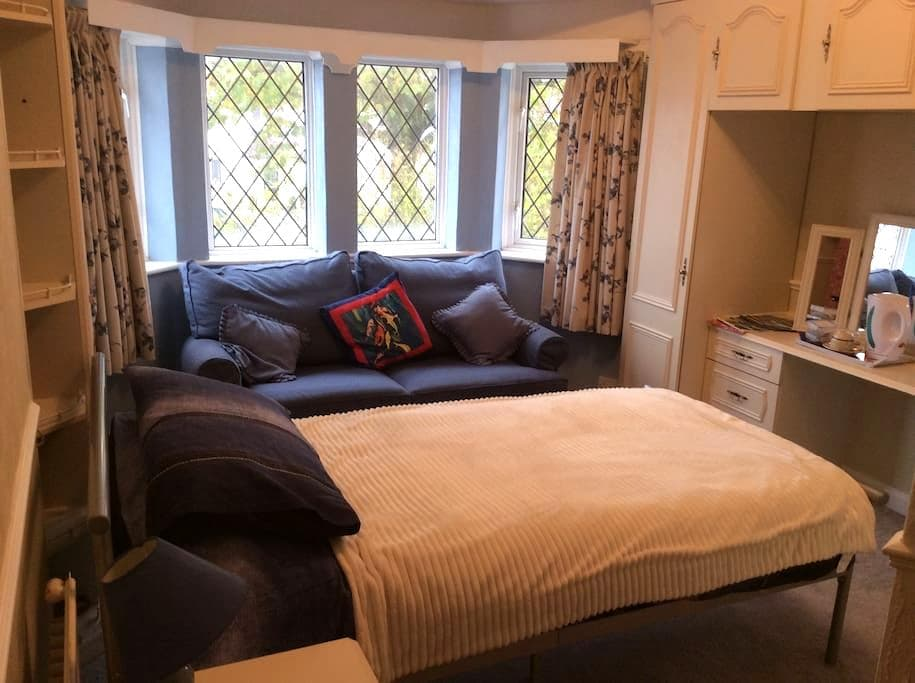 Single room with Help your self Breakfast. - Eastbourne - House