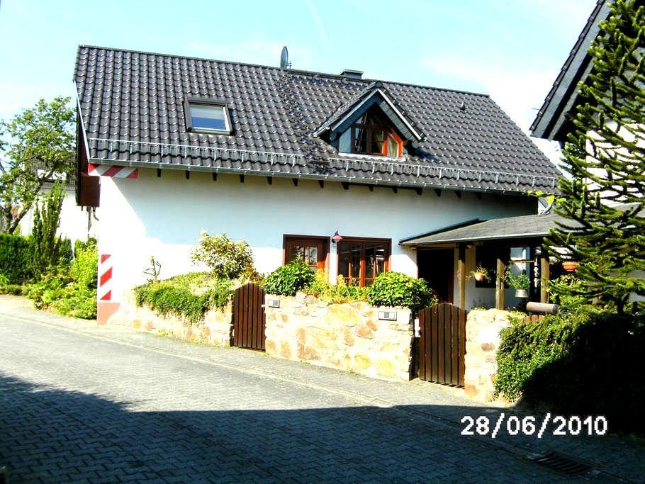 Schöne,  ruhige Ferienwohnung - Langenscheid - Διαμέρισμα