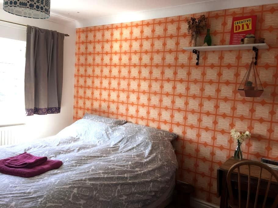 Double Bedroom, Pet friendly :) - Chester - Casa