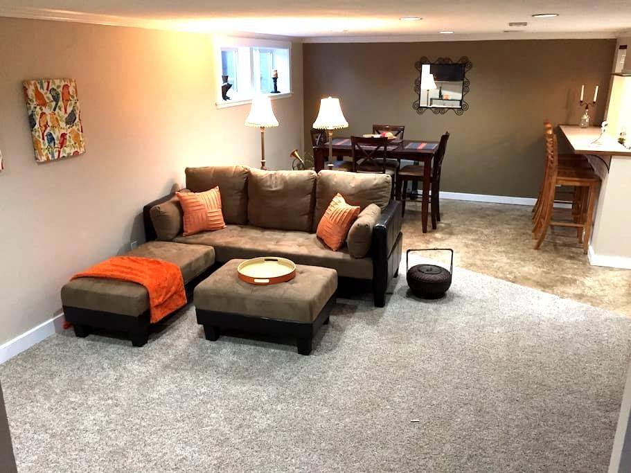 Spacious basement apt including washer/dryer - Spokane - Byt