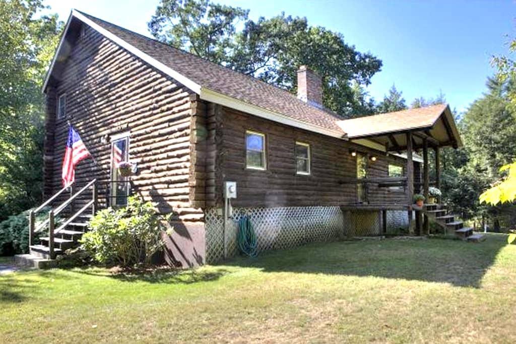 Peaceful Log Cabin - Windham - House