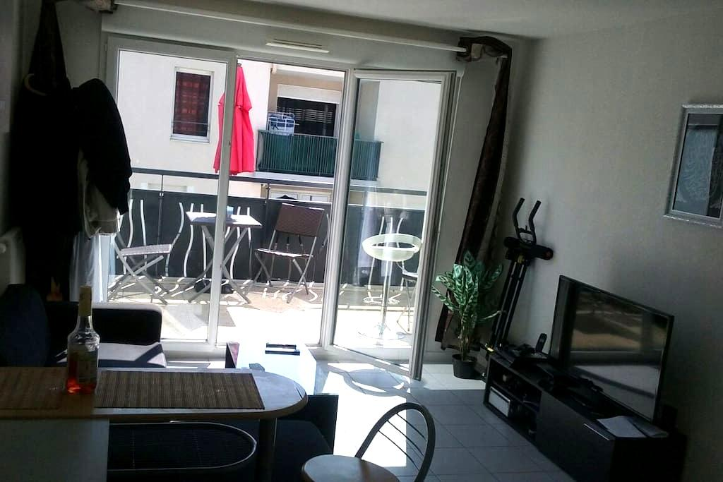 T2(terrasse,parking)10min D'EUREXPO et PARC OL - Vaulx-en-Velin - Apartment