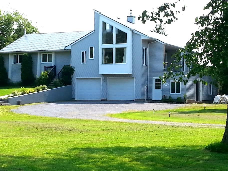 Cedar Drive Bed and Breakfast - Crysler - Penzion (B&B)