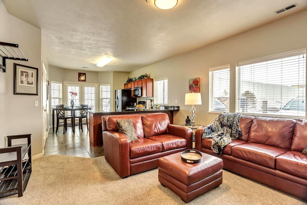 Modern Zen Ski/Vacation Condo in Salt Lake Area - Draper - Condominium