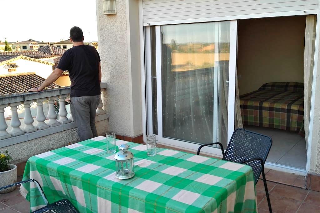 Habitación con terraza privada a 10min de la playa - Torroella de Fluvià