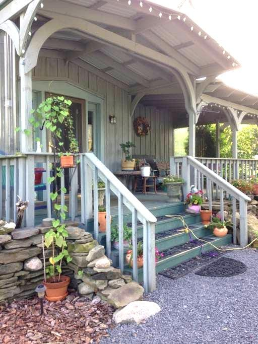 When Pigs Fly - Trumansburg - Bed & Breakfast