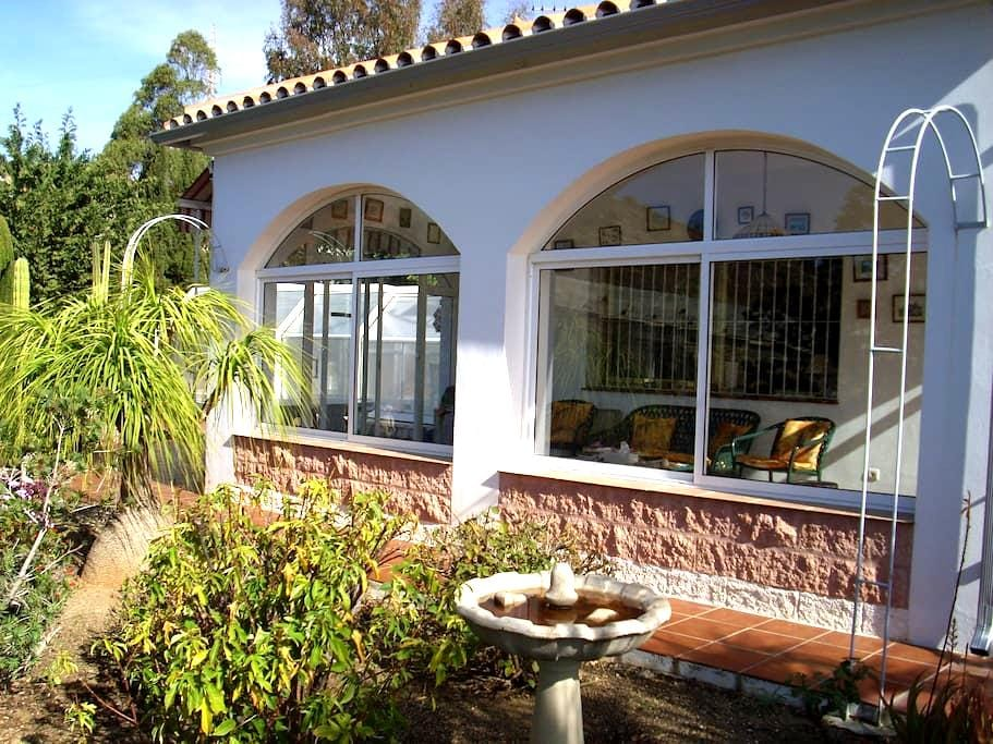 twin room&bath&pool close to golf - Málaga - Pousada