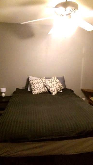 Private room and private bath in Livermore - Livermore - Řadový dům