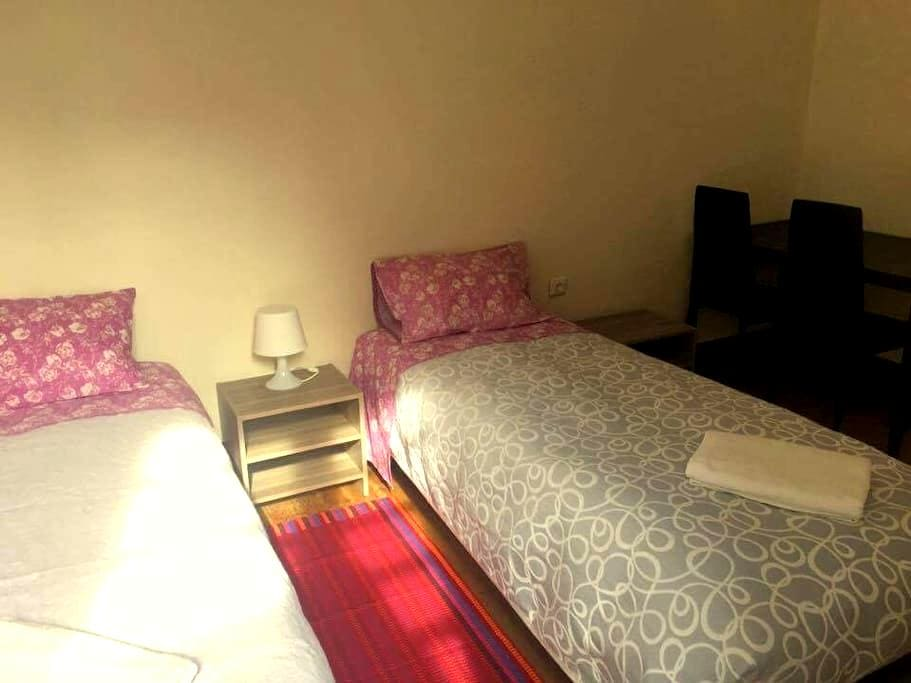 D. Dores, Twin room with shared bathroom - Aveiro - Bed & Breakfast