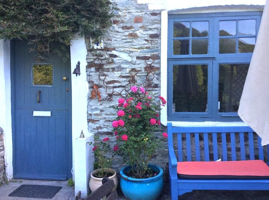 Double Bedroom in Charming Cottage - Calstock